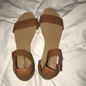 Brown sandals, brand new,never been worn.